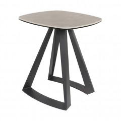Table d'appoint en céramique grise avec piétement métal noir - vue en angle - CAGLIARI